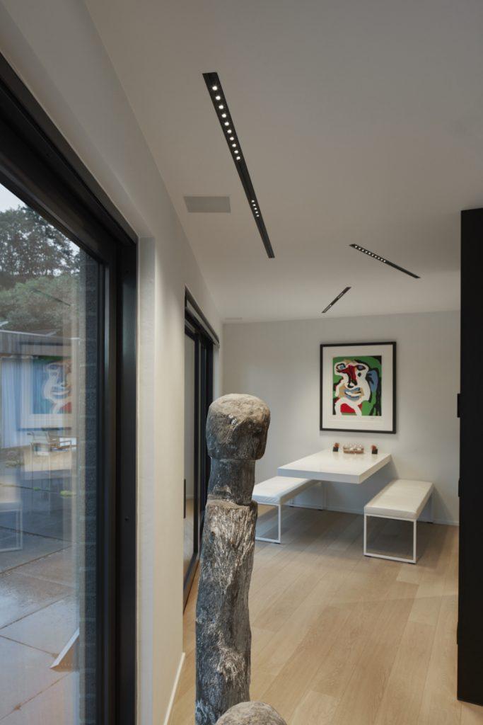 Minimalistische woning met kunstobjecten